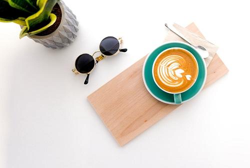 toma café correctamente